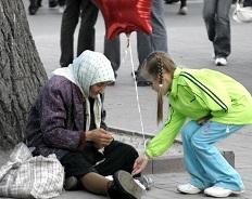 Никто не обеднеет, подавая милостыню… или Кому и зачем мы готовы помогать