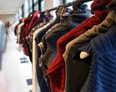 В России стали покупать меньше автомобилей, но лучше одеваться