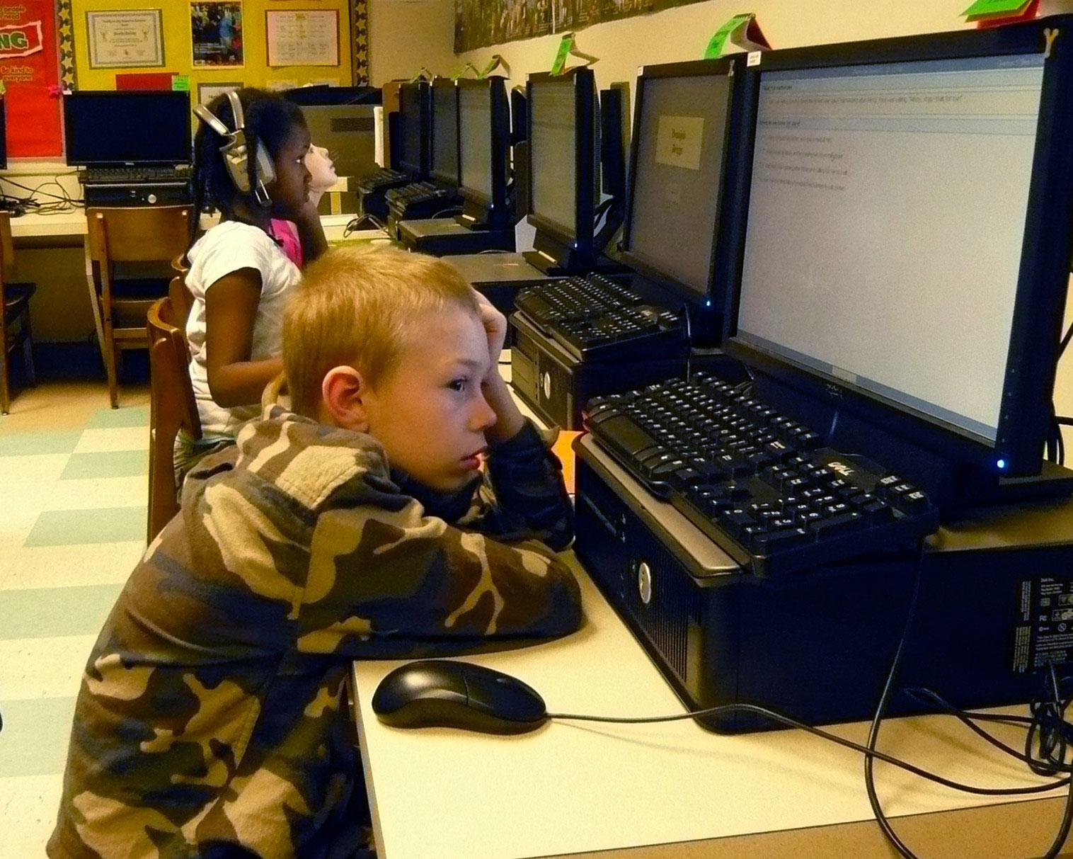 Учителя против компьютерных тестов для малообеспеченных учеников