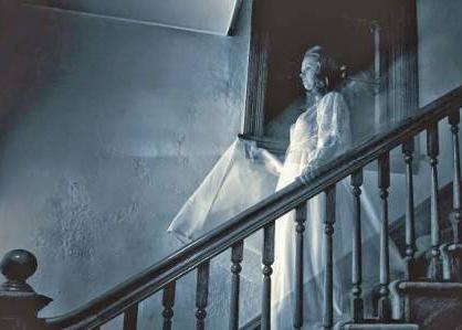 Британцы верят в домовых, призраков и общаются с мёртвыми