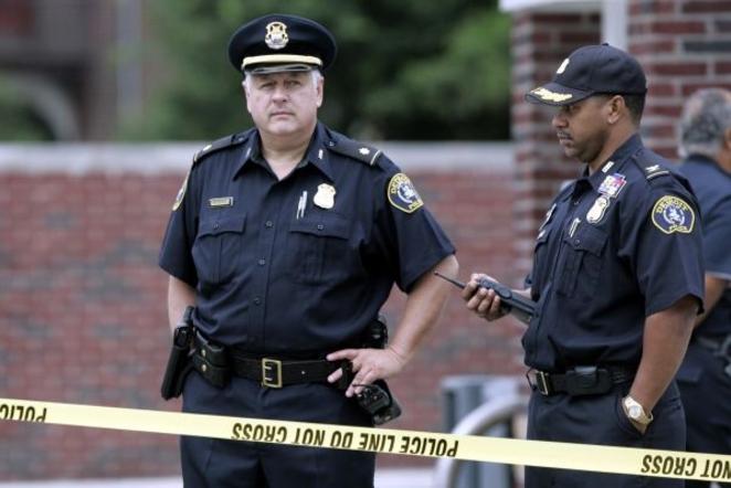 Американская полиция сильна доверием белых граждан
