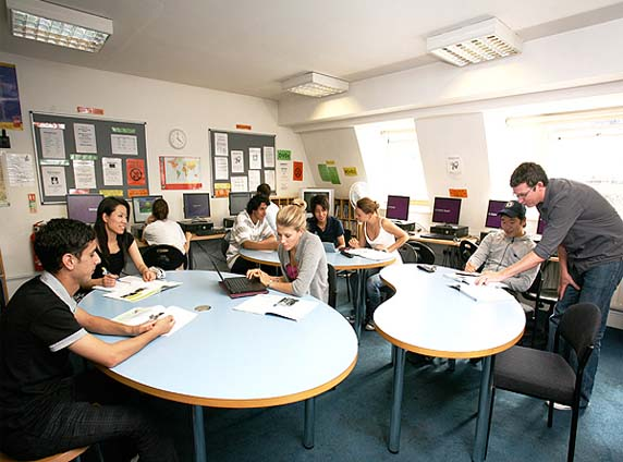 Польские родители готовы обучать детей иностранному языку и умению бегать